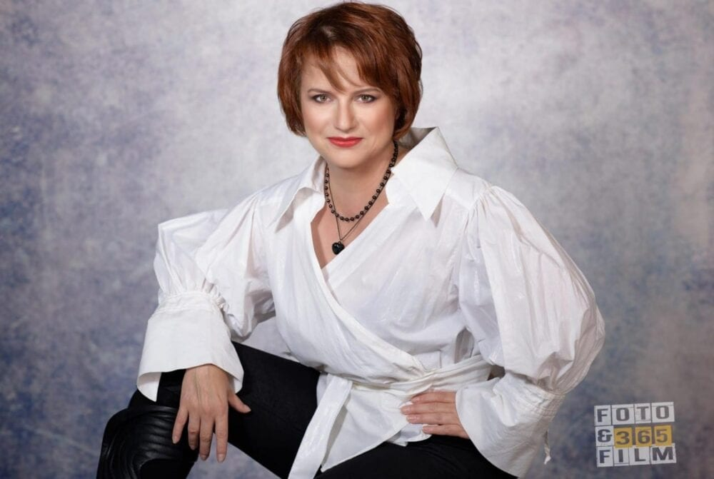 sedinta-foto-bucuresti-fotografii-portret-fotograf-fashion-femei-produs